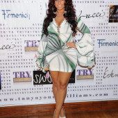 Tracy Dimarco cleavage