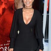Tristin Mays cleavage