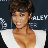 Tyra Banks cleavage