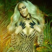 Tyra Banks hot