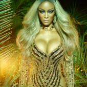 Tyra Banks sexy