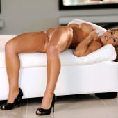 Valerie Cormier nackt im playboy