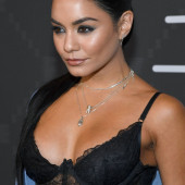 Vanessa Hudgens hot