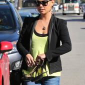 Vanessa Minnillo jeans