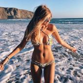 Xenia Van Der Woodsen bikini