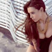 Yoanna House body