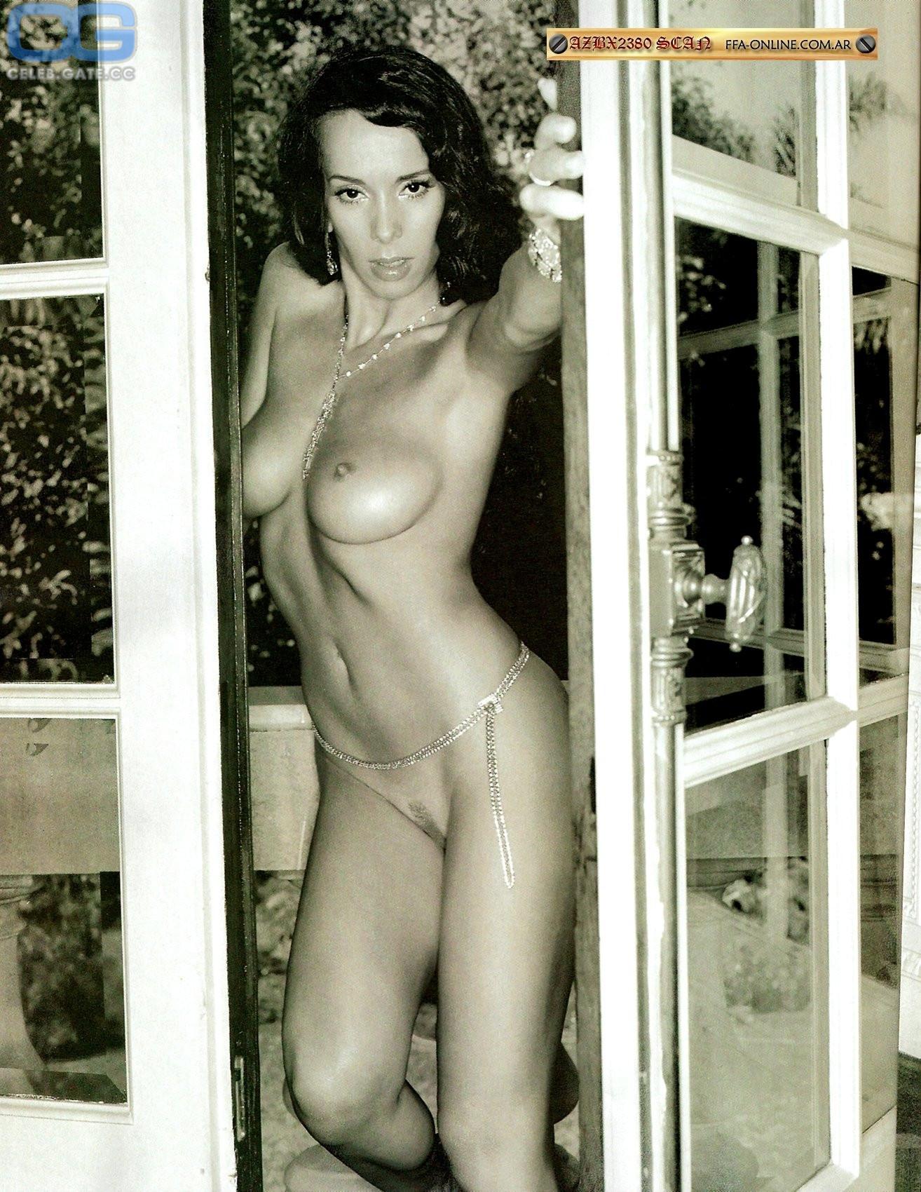 Victoria Rowell  nackt