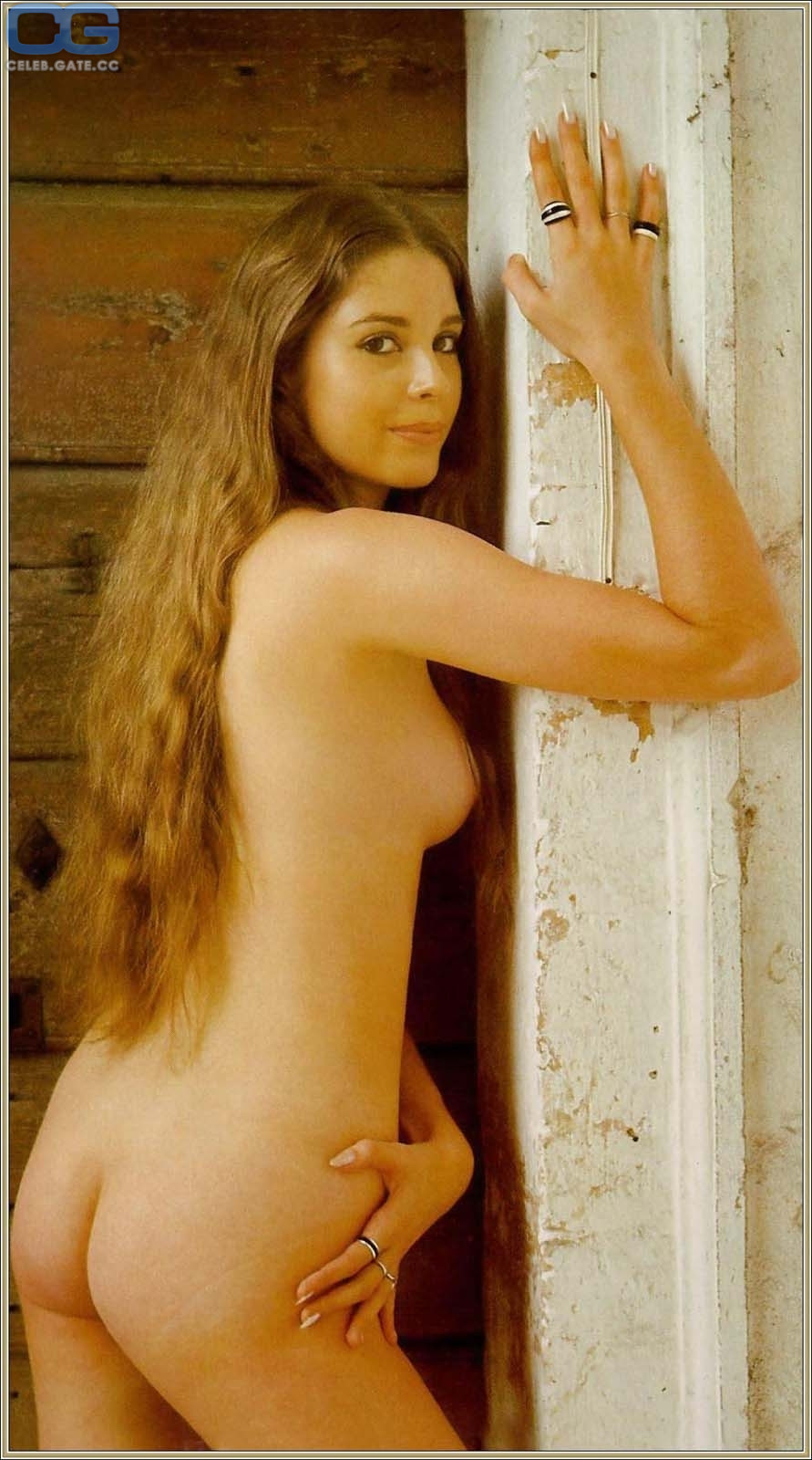 Longott nackt Olivia  Rihanna Nude,