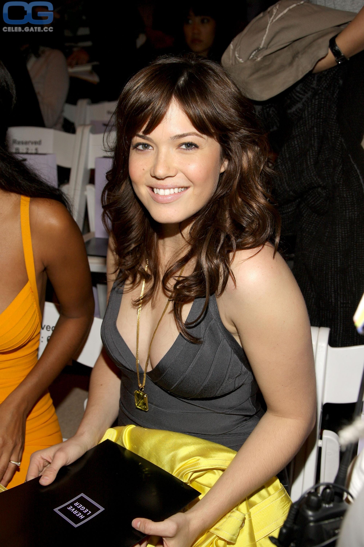 Mandy Moore  nackt