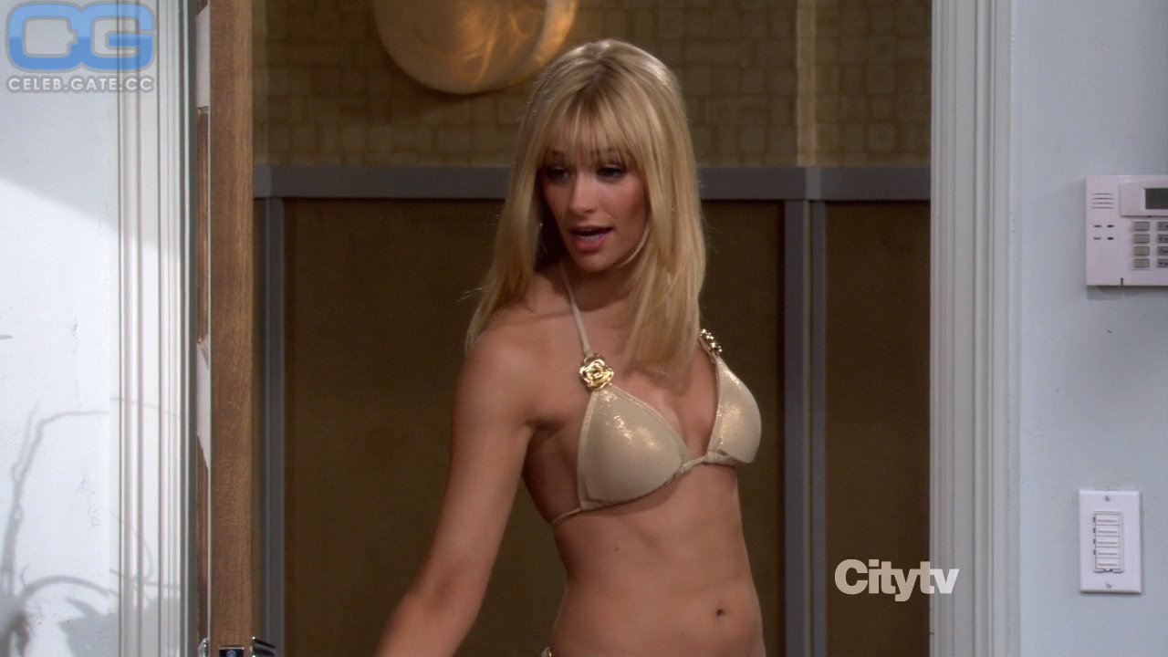 Beth Behrs  nackt