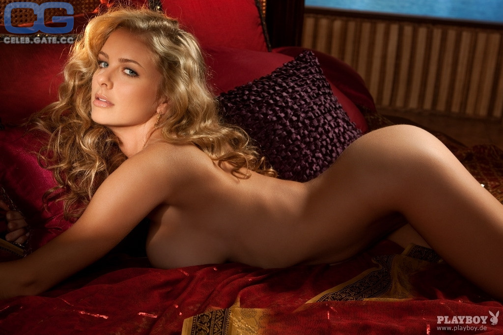 Shanna McLaughlin  nackt