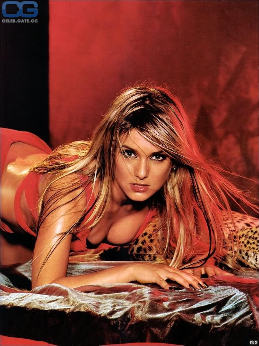 Playboy nackt julia biedermann FrizzFlizz: Dschungelcamp: