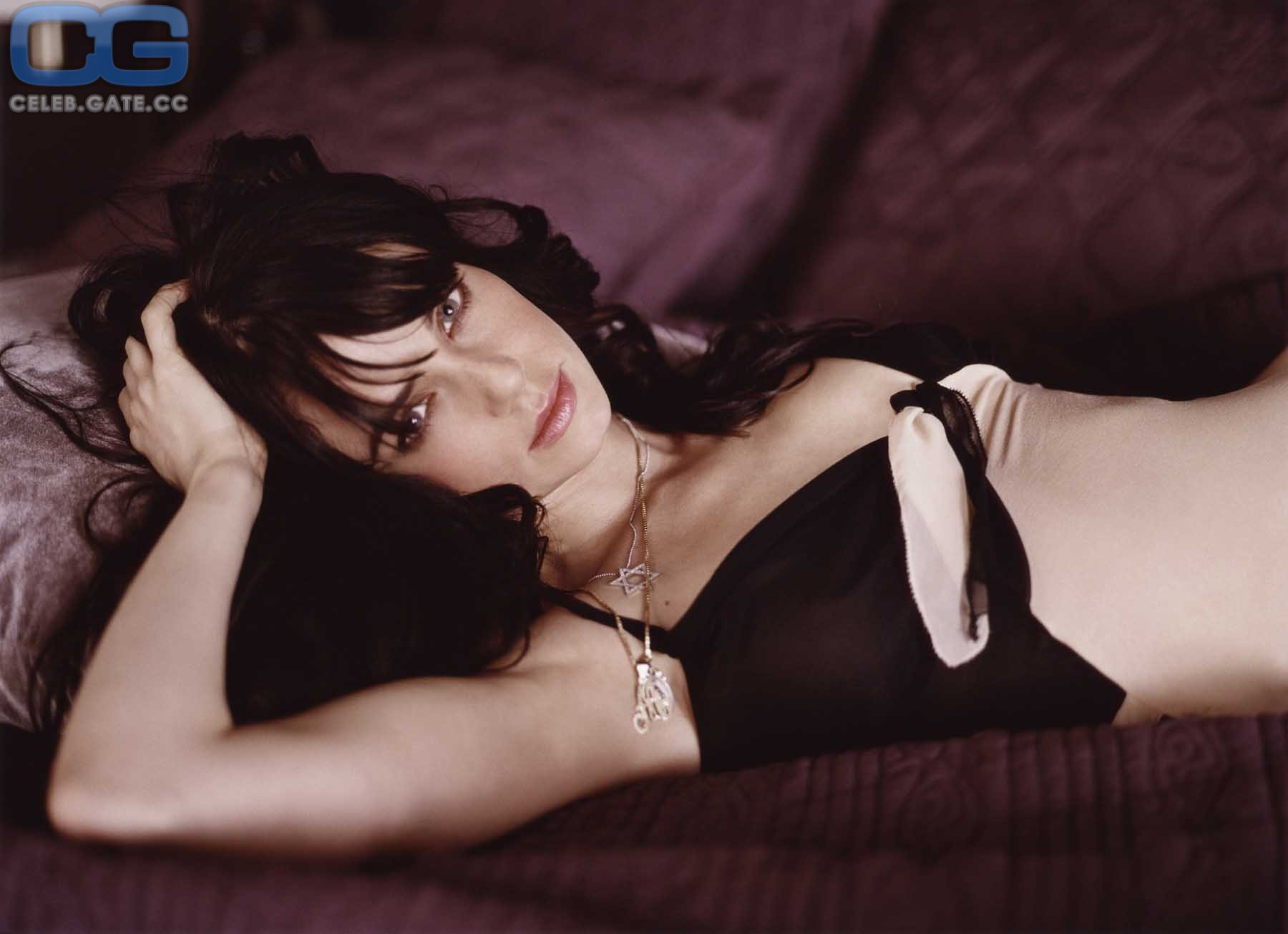 Nackt Mia Kirshner  41 Hottest