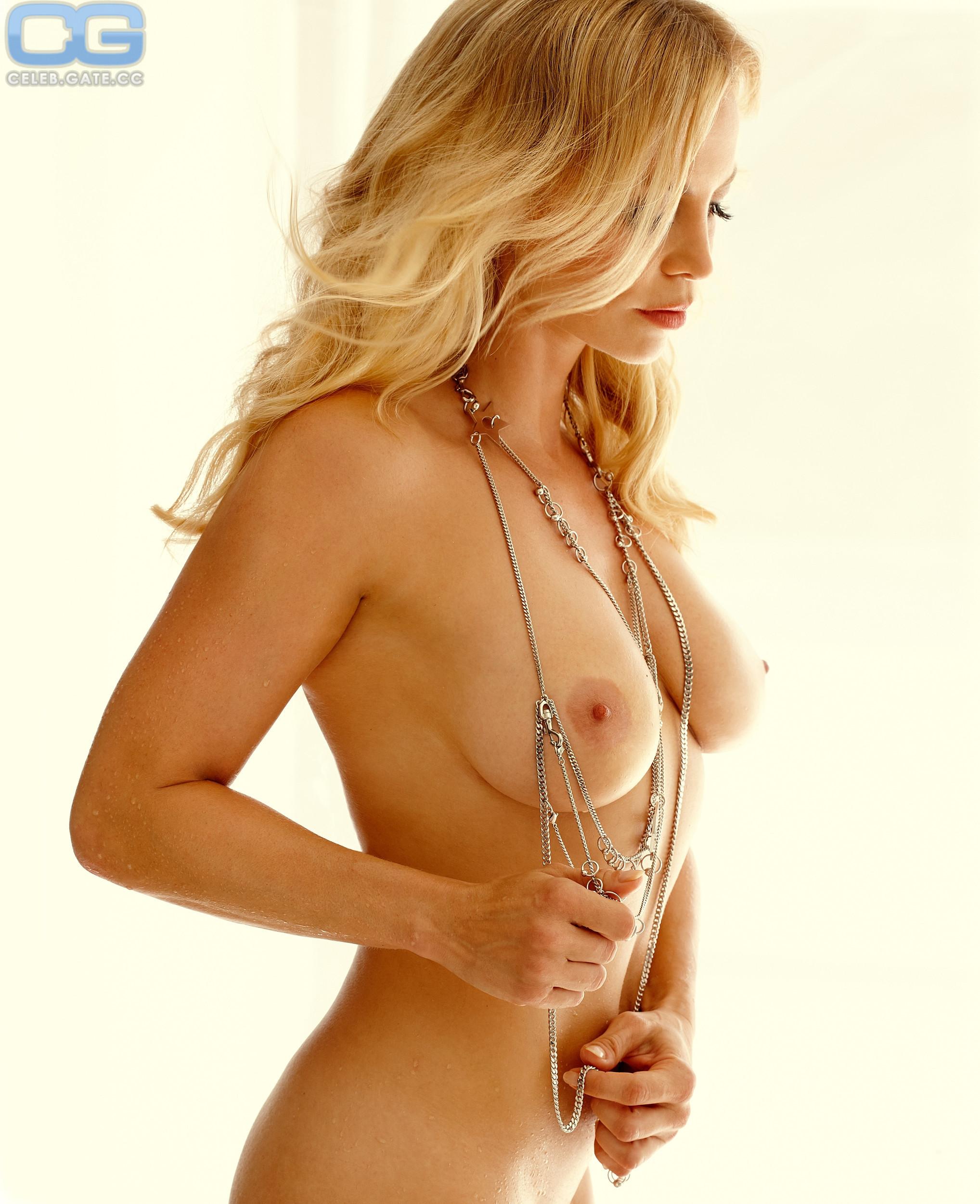 Bilder regina halmich nackt Sportlerinnen /