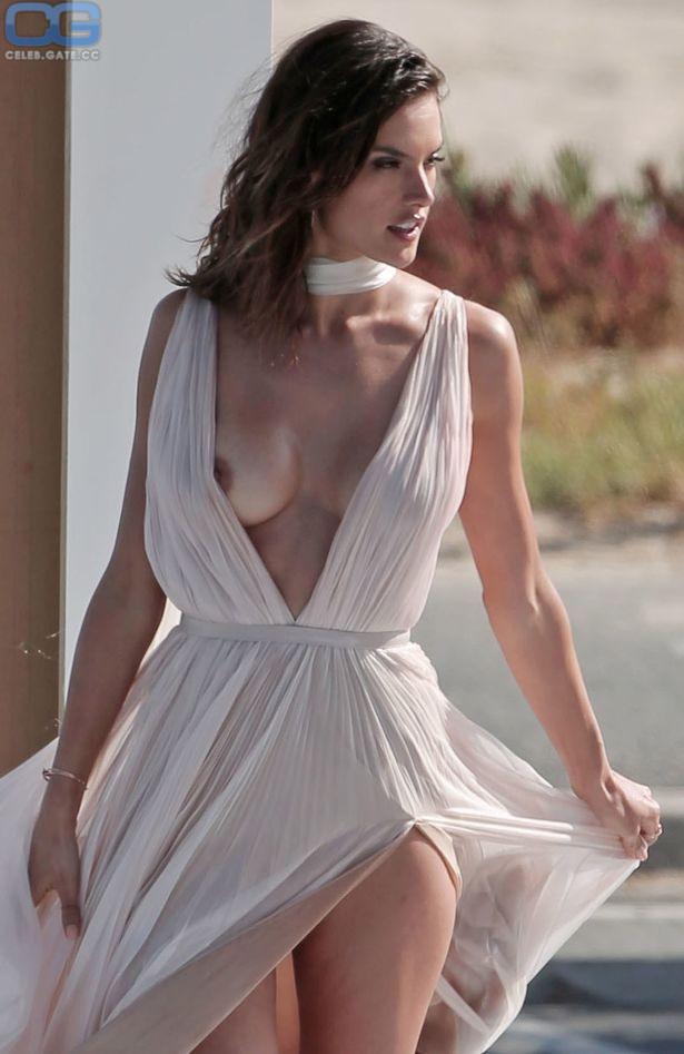 Nackt Alessandra Ambrosio  Nude Sunbathing