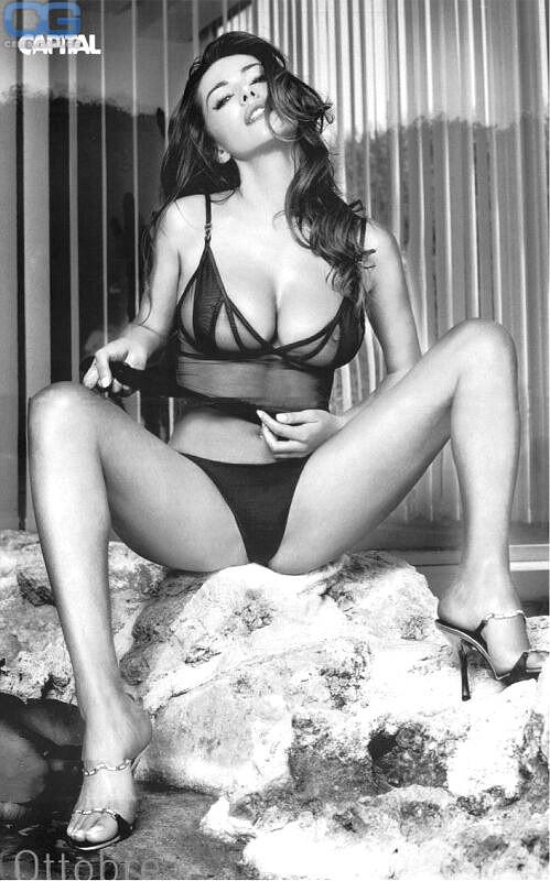 Nackt Emanuela Folliero  Amateur