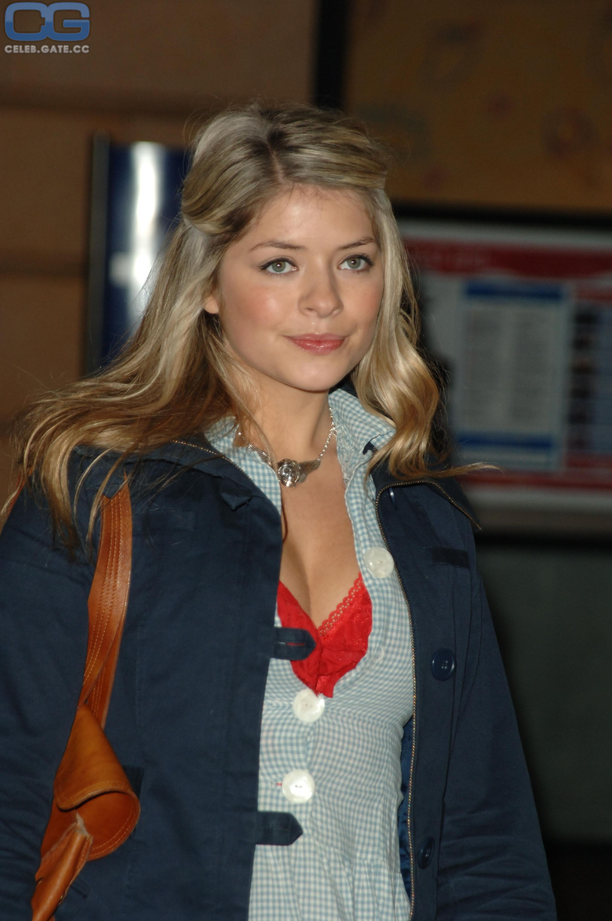 Holly Willoughby  nackt