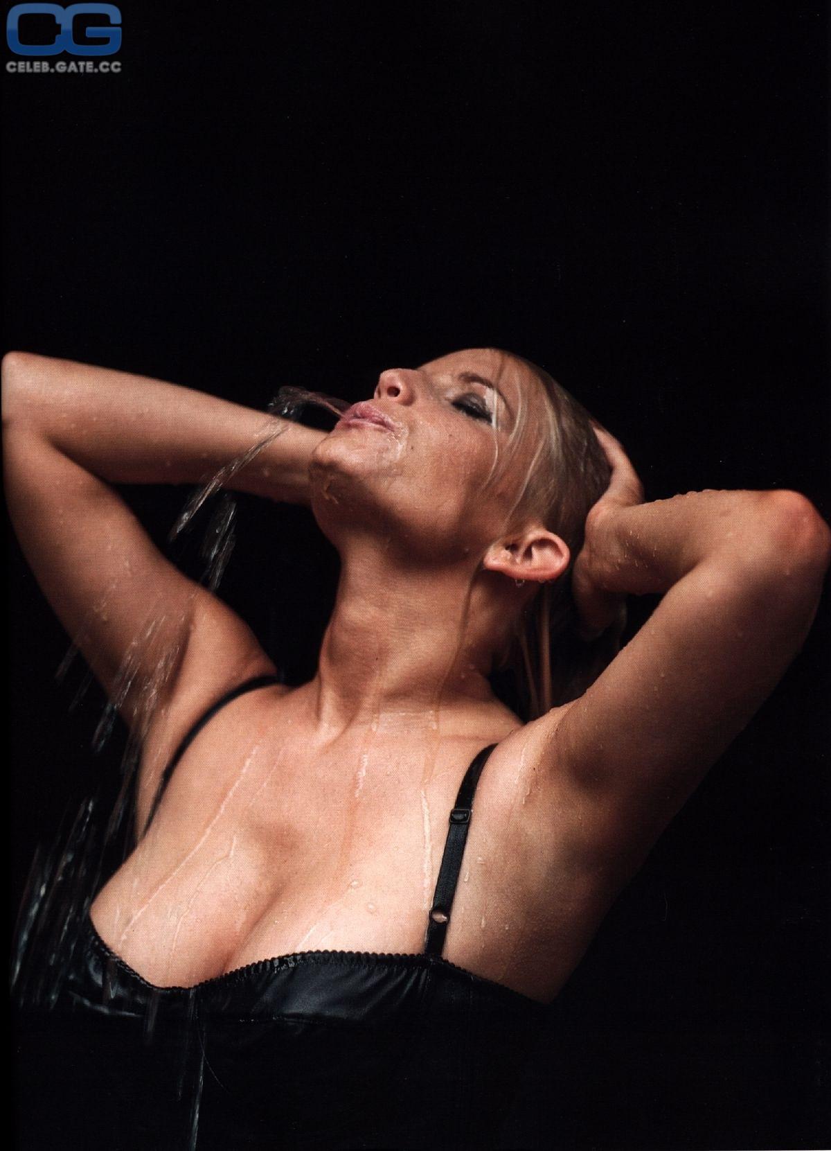 Attractive Nude Videos Von Jessica Simpson Gif