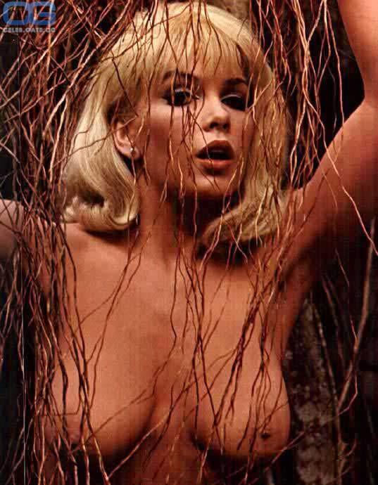 Stella nackt Stevens Nudity in
