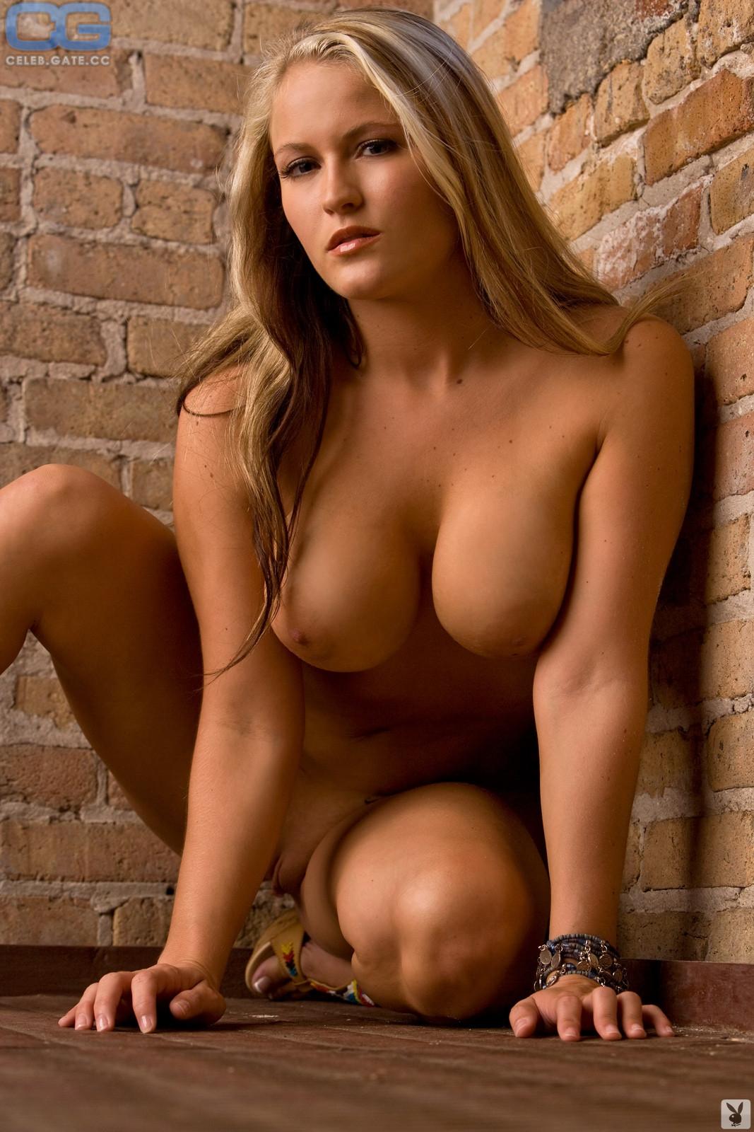 Maddie Moore  nackt