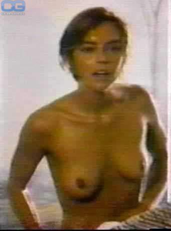 Greta Lee  nackt