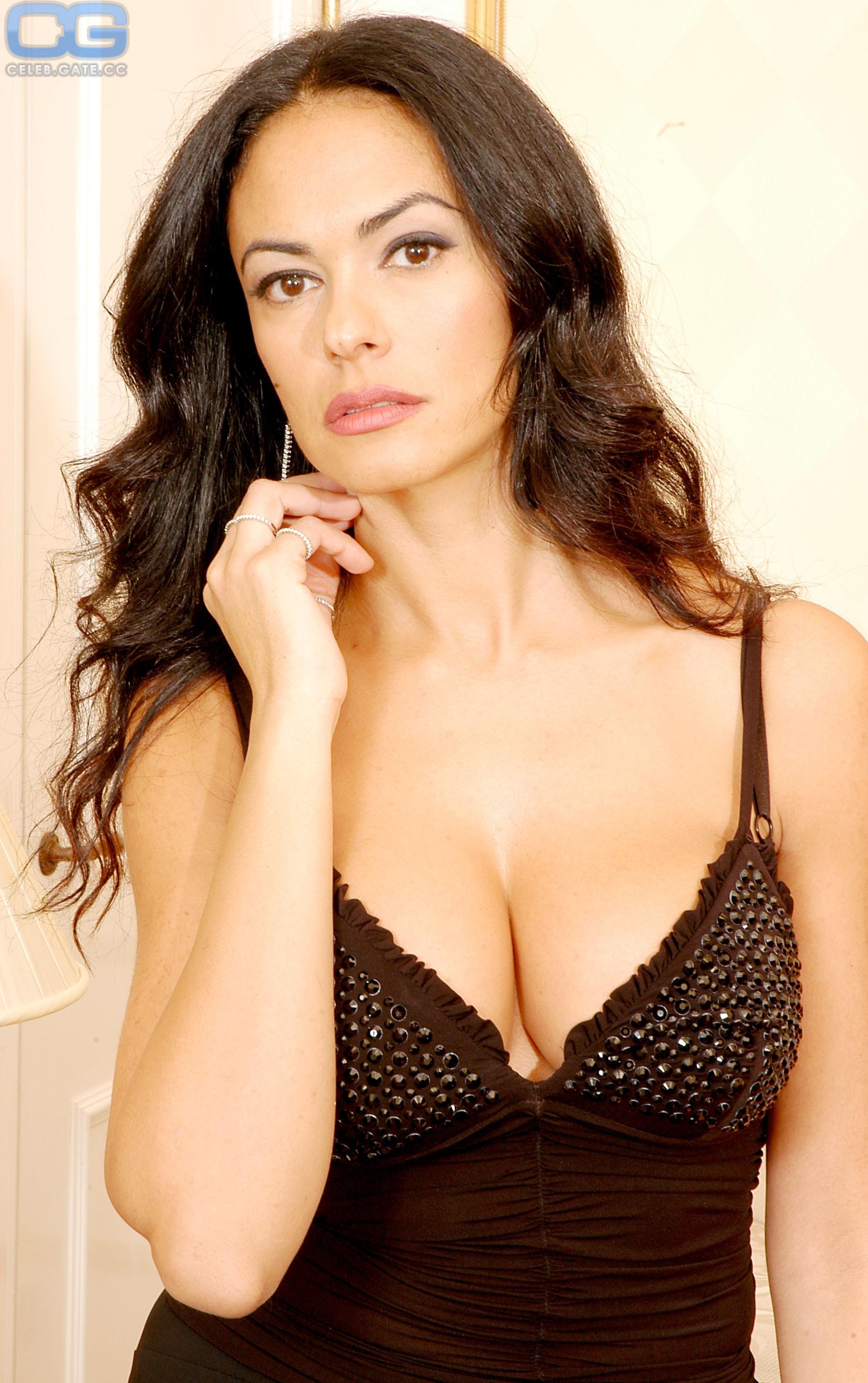cucinotta-maria-bare-breasts