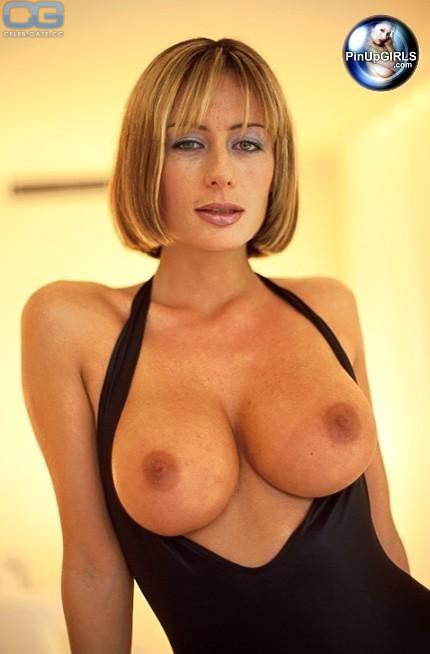 Tara King  nackt