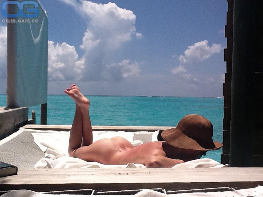 nude girls scuba diving
