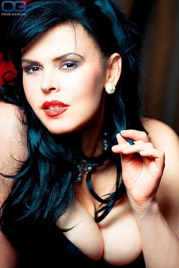 Anna Azerli  nackt