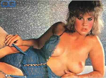 Linda Blair  nackt