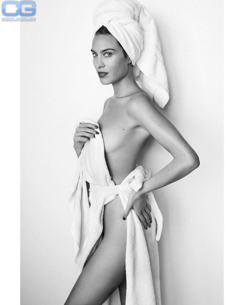Chung nackt Alexa  Nude Celeb