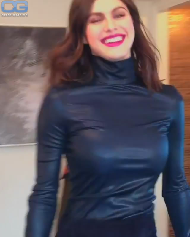 Alexandra Daddario boobs