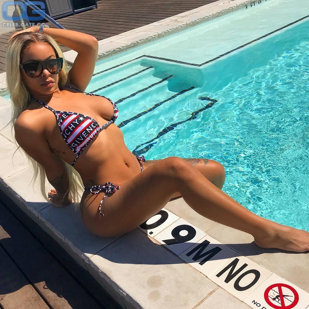 Alexis Skyy  nackt
