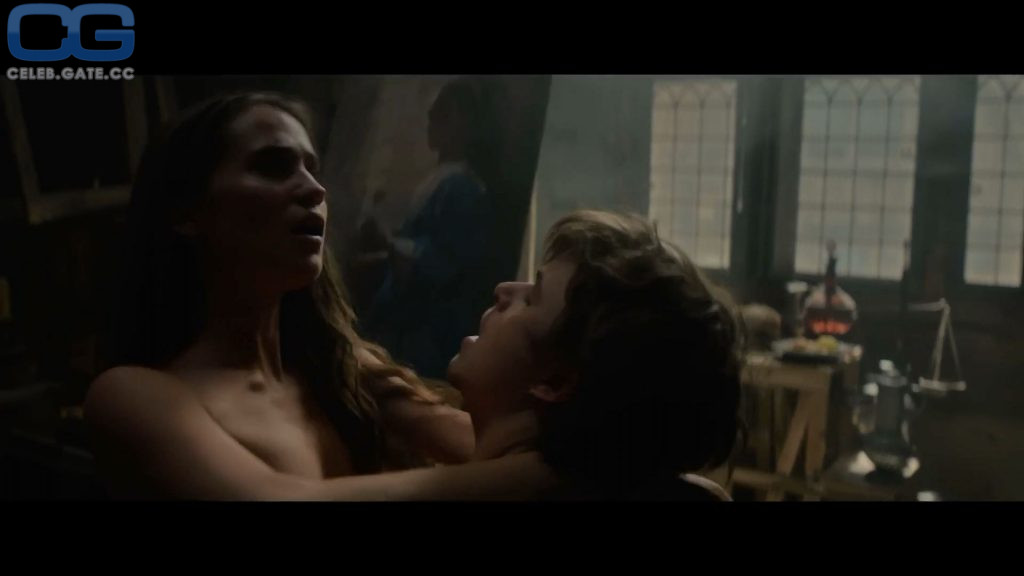Alicia Vikander toples scene
