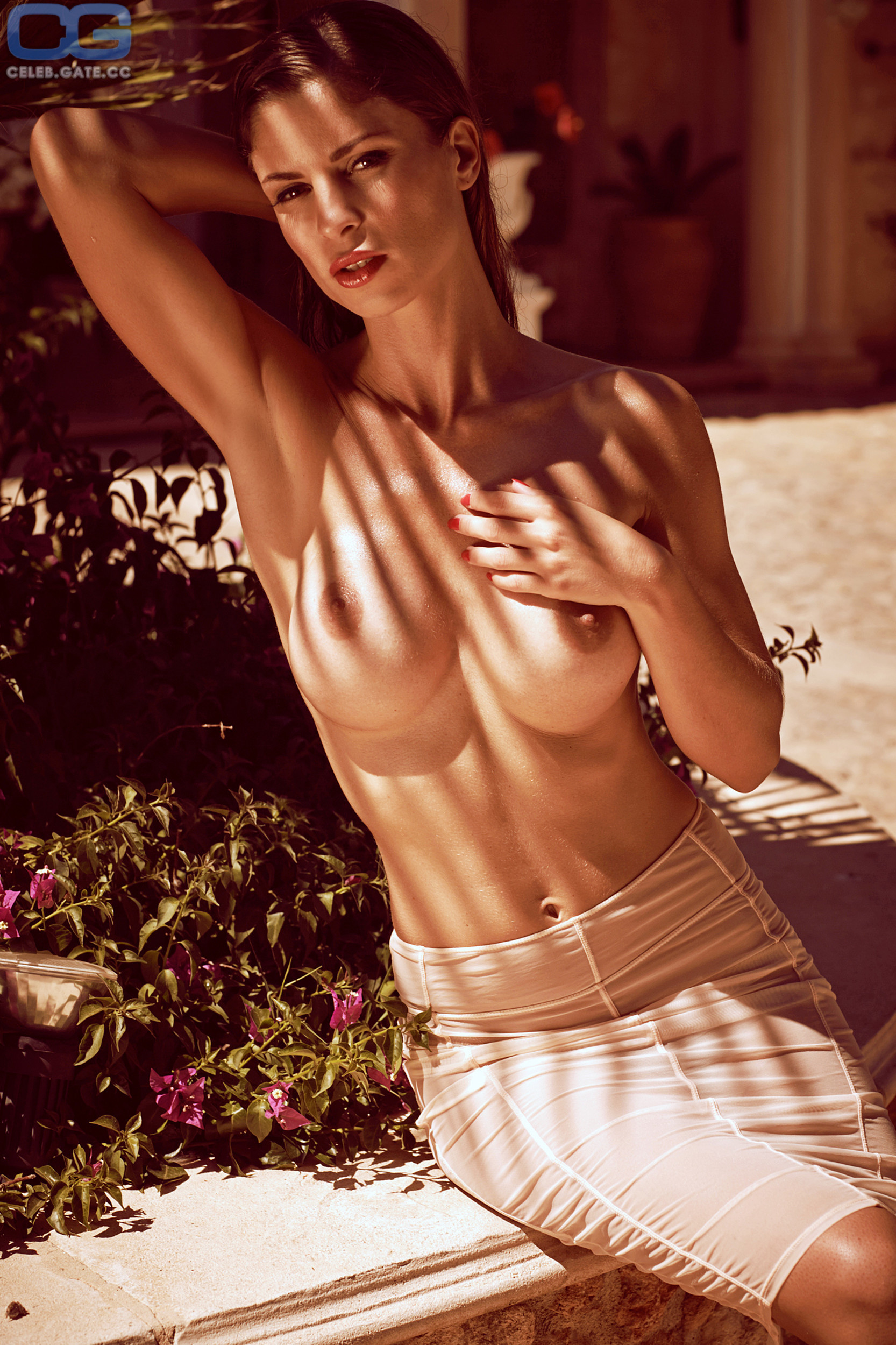 Alissa Harouat  nackt