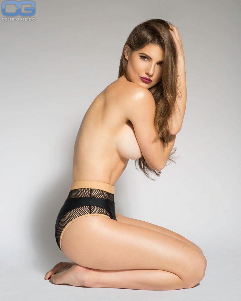 Amanda Cerny  nackt