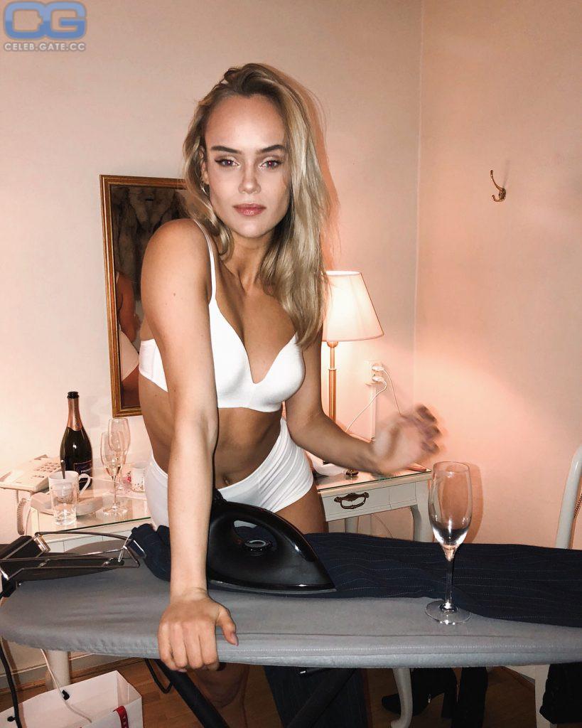 nackt Winberg Amanda Best 52+