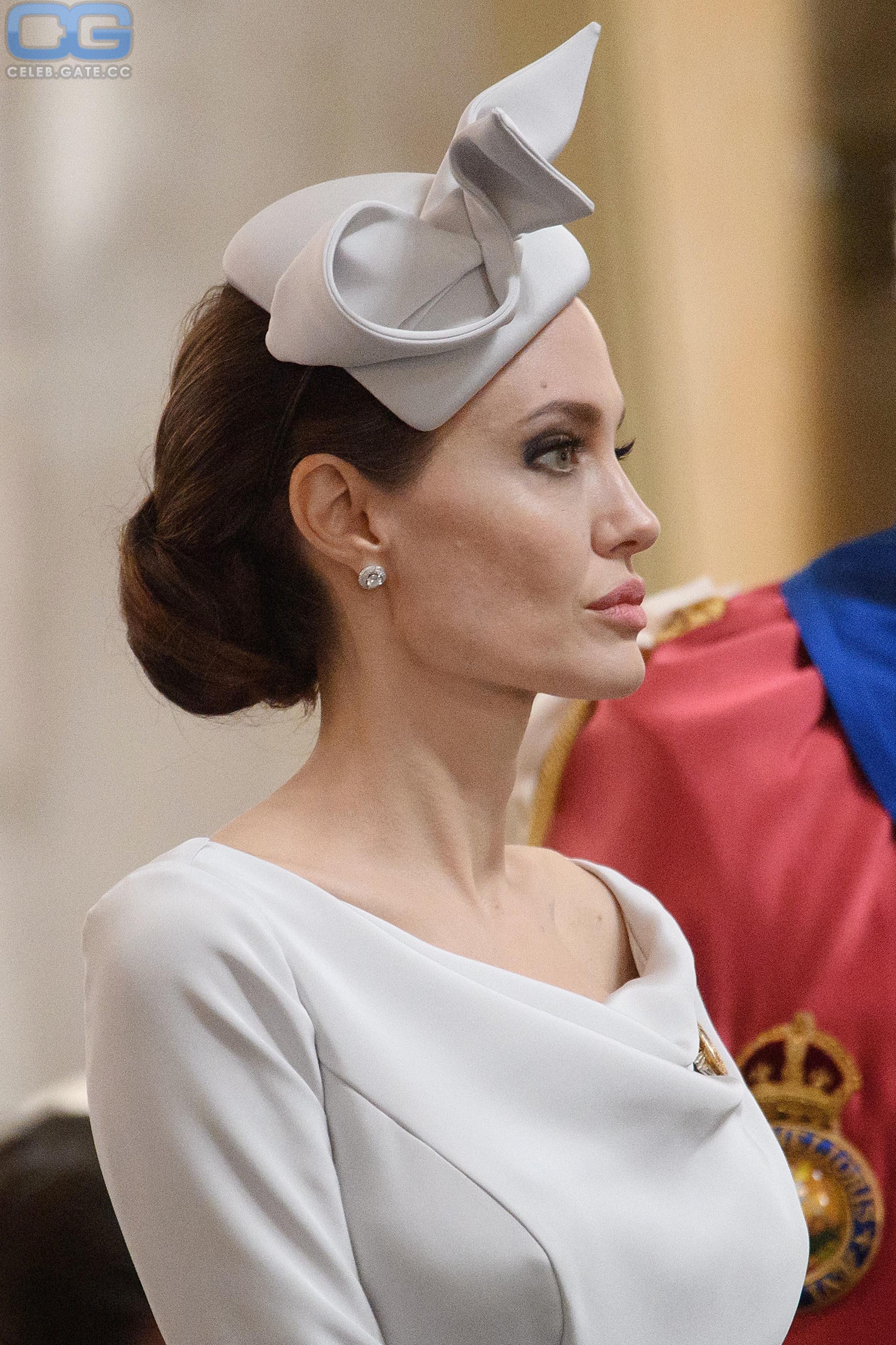 Playboy angelina nackt jolie Angelina Jolie