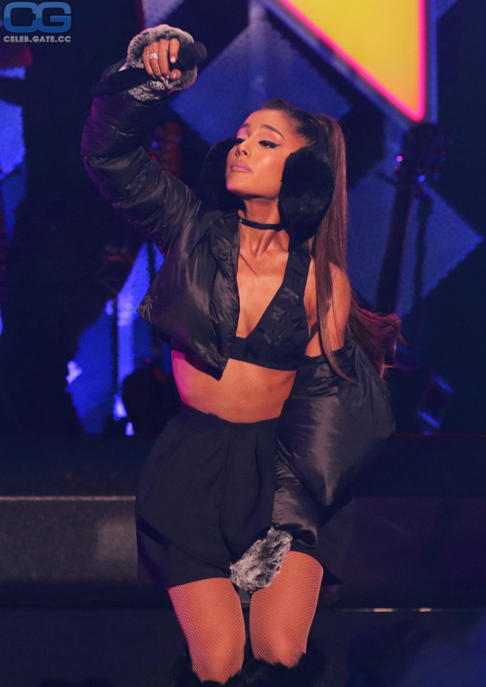 Nackt adriana grande Ariana Grande