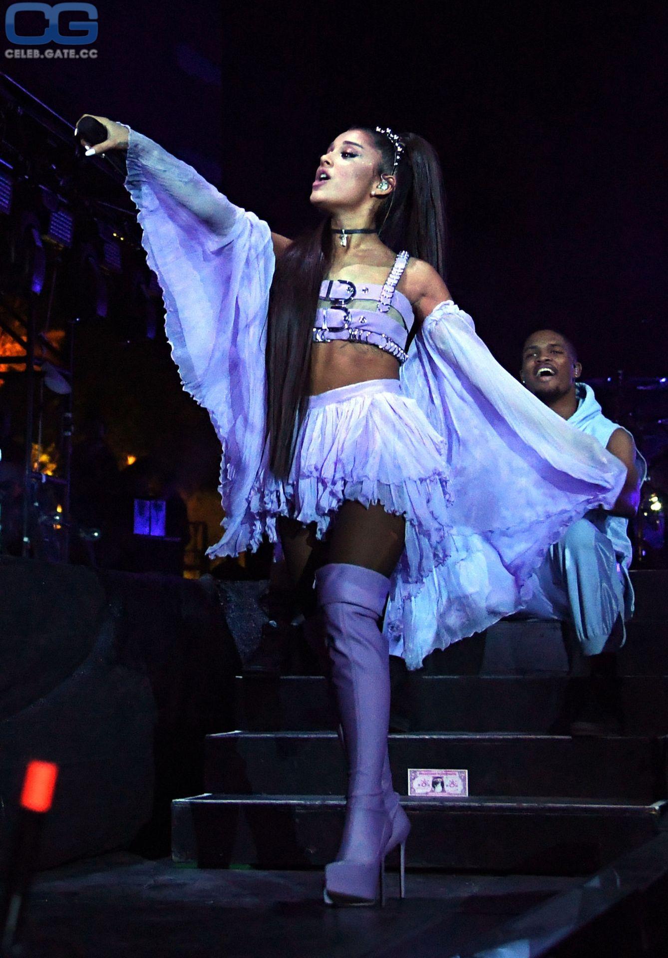 Ariana Grande overknees