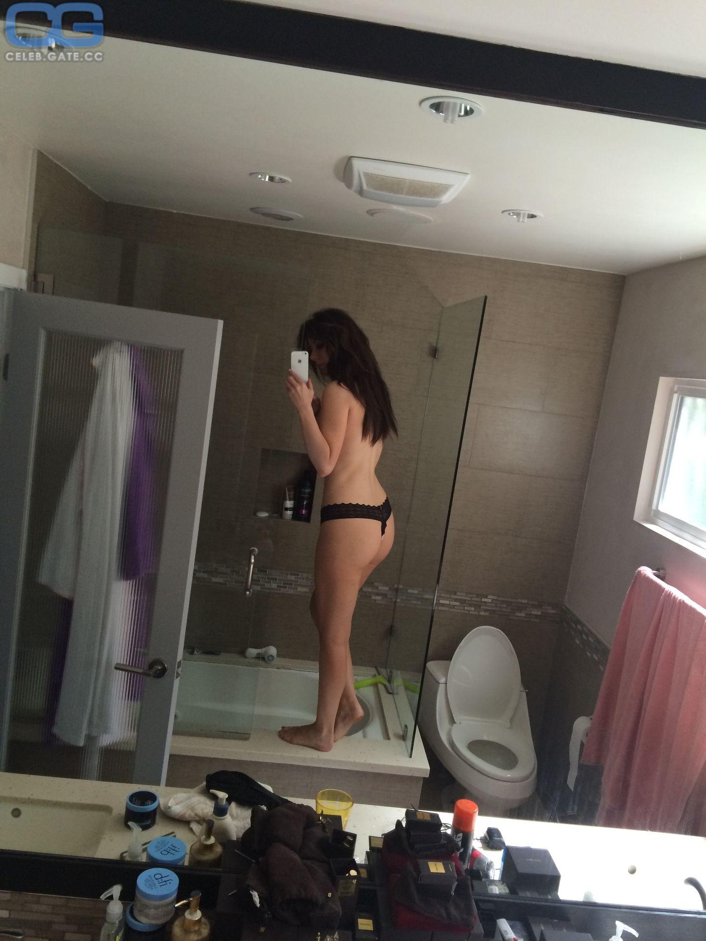 Ashley Turner  nackt