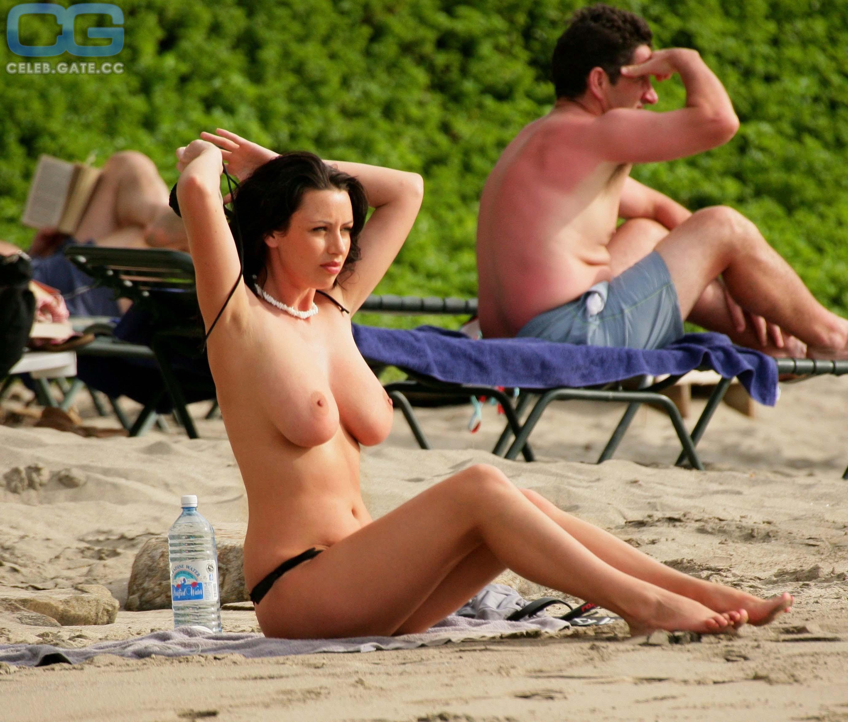 B. Howard  nackt Ashley Celebrities Nude