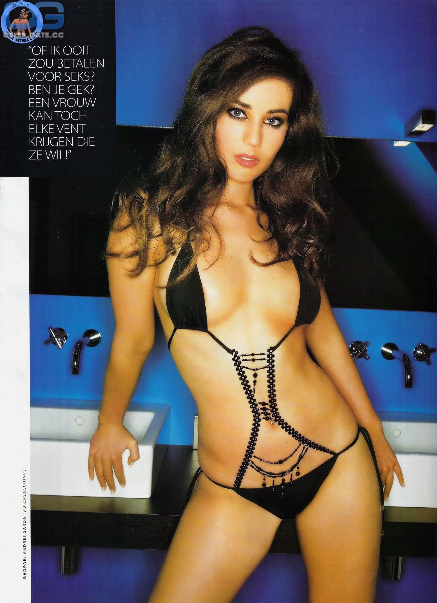 Zoe Taylor  nackt