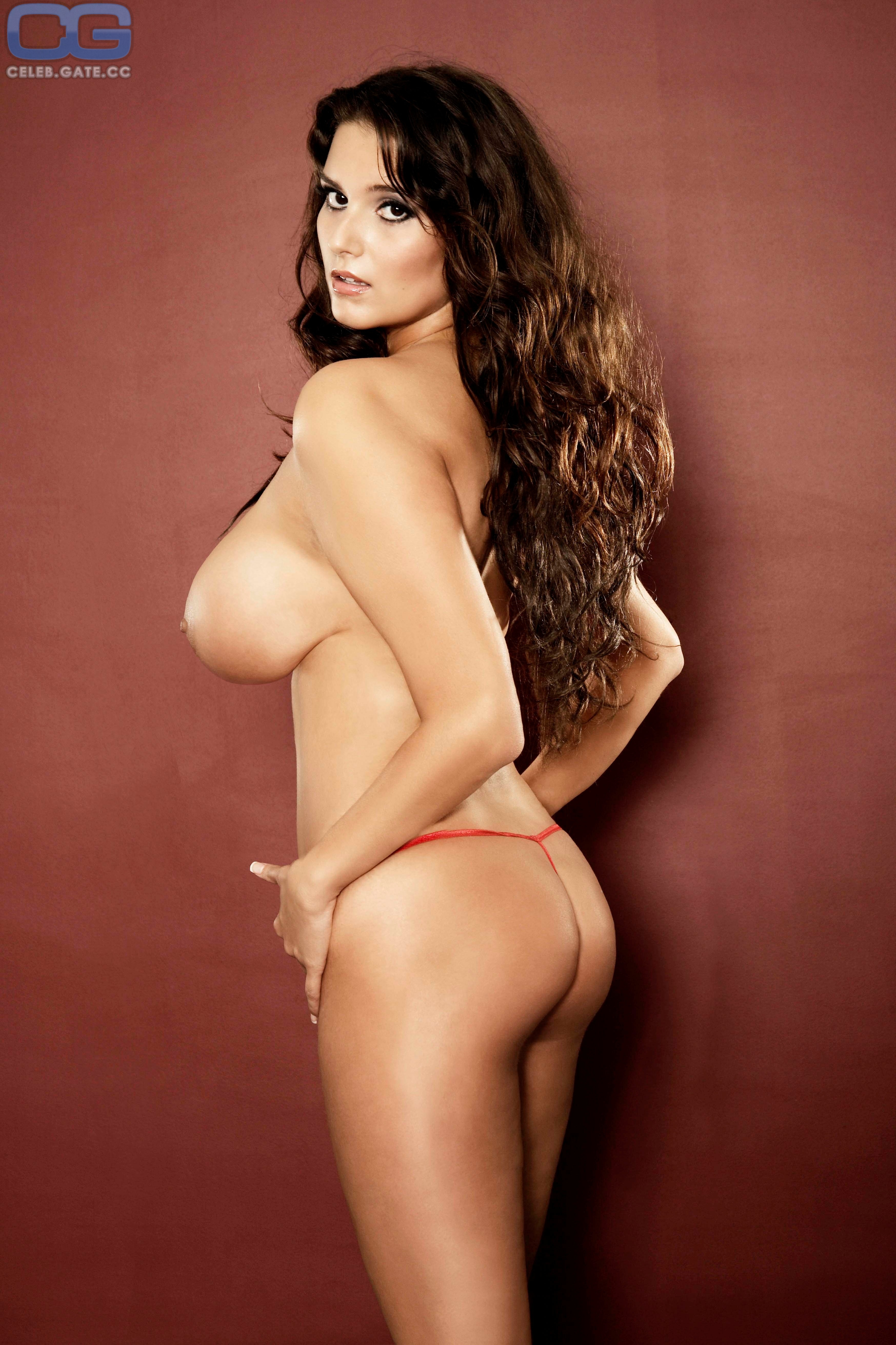 Attractive Ferre Michelle Nude Images