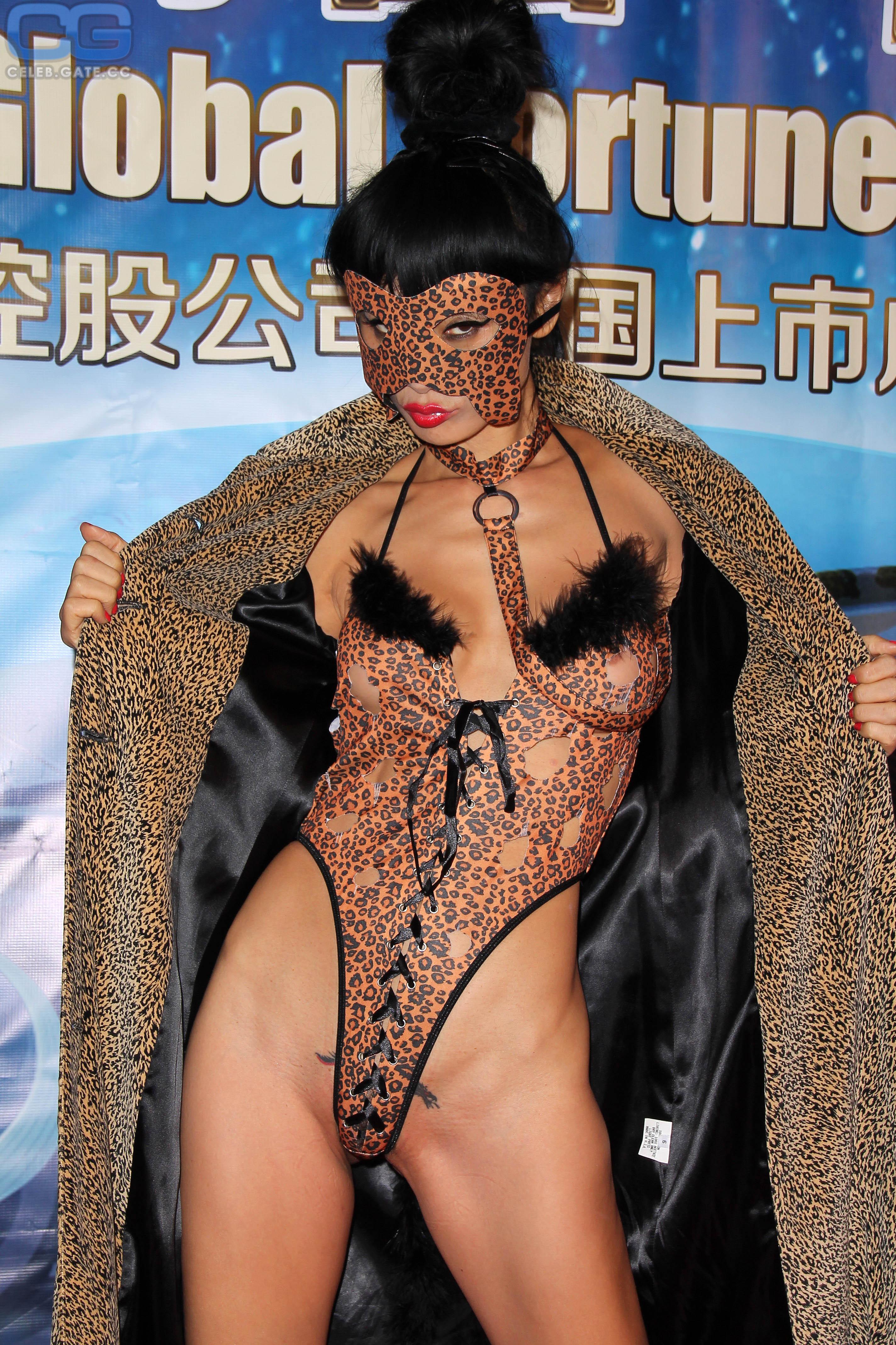 Nackt Photos Bai Ling  Miley Cyrus