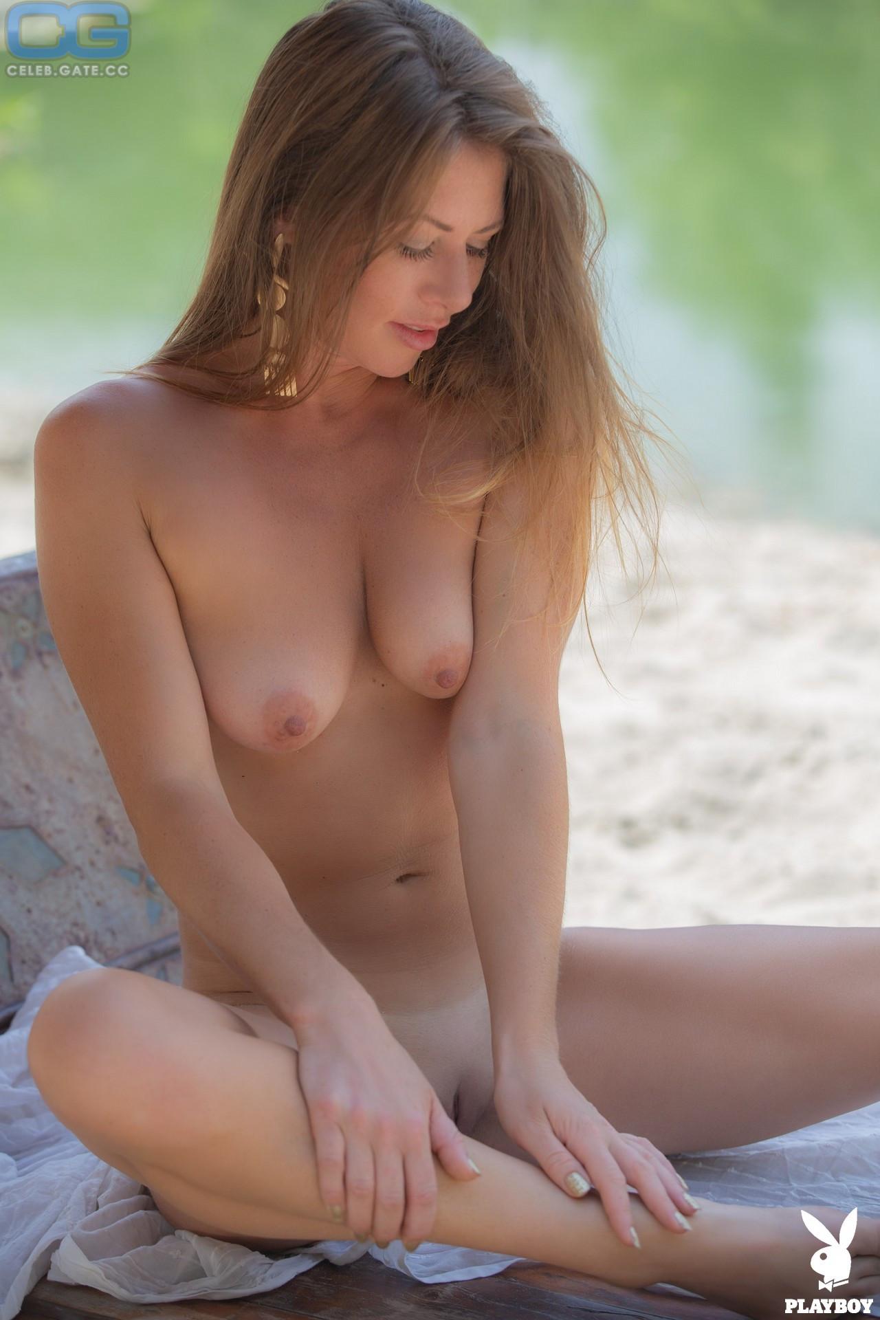 Bella Chase  nackt