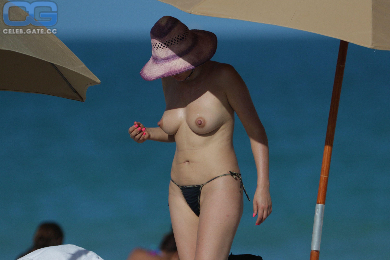Becky G Nackt