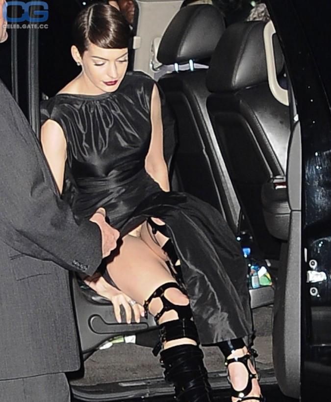 Hathaway nackt celeb anne Anne Hathaway
