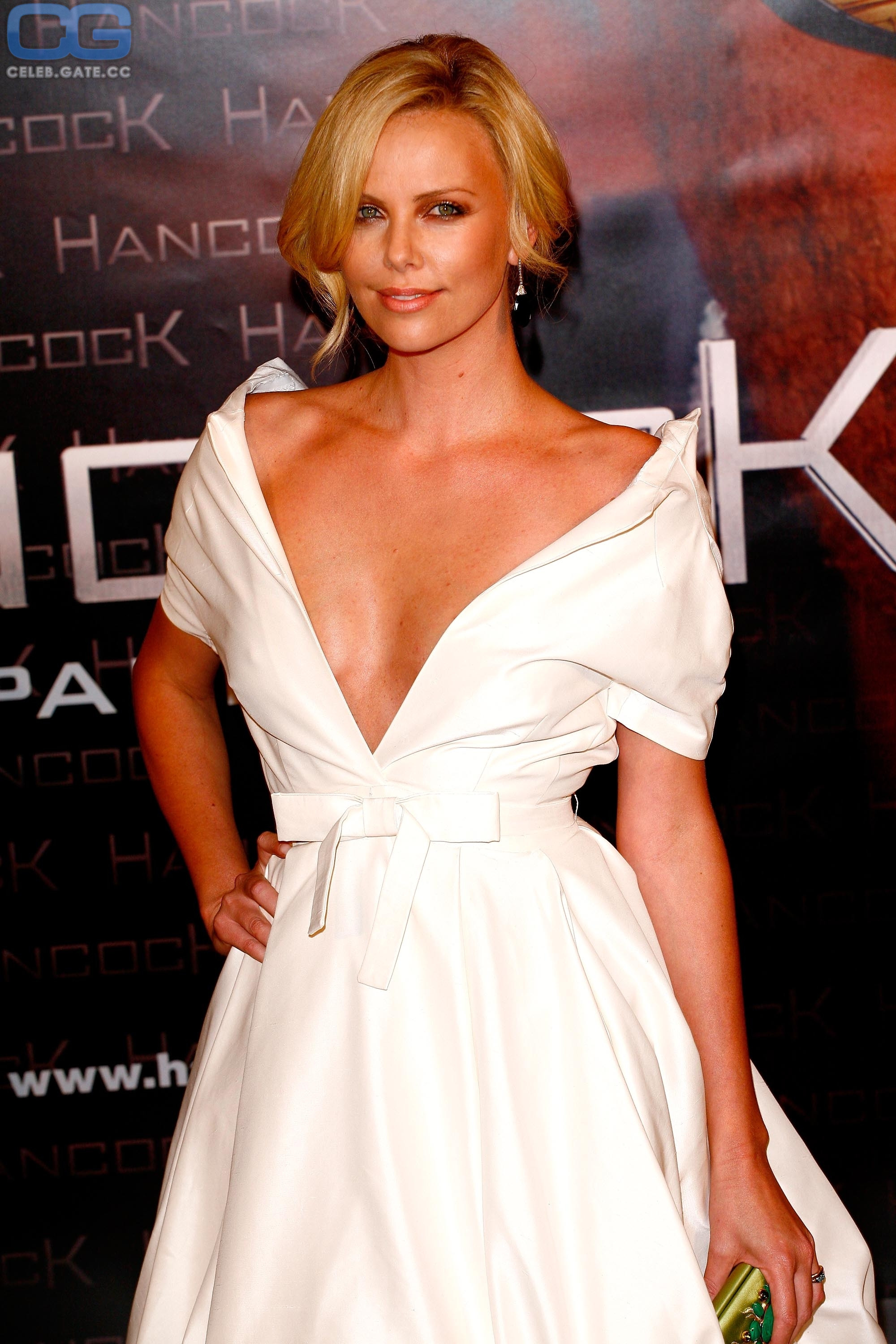 Celeb nackt charlize theron Celebrities look