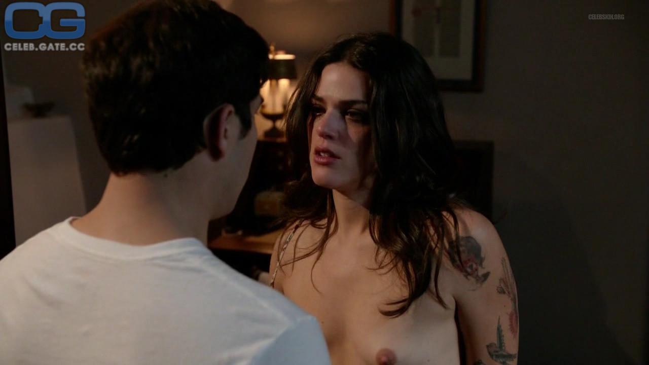 Thorne nackt Callie  Exhibitionism porn: